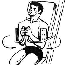 Упражнение для дельтовидных мышц на тренажере