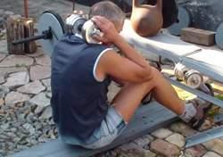 Подъем туловища из положения лежа с отягощением за головой