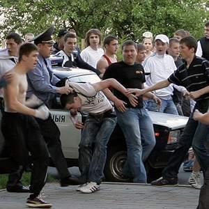 Один против толпы: бить или бежать?