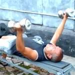 Разведение гантелей лежа: видео урок