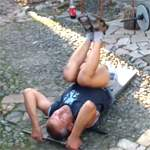 Подъем ног лежа