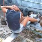 Подъемы туловища на наклонной скамье с поворотами