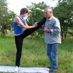 Упражнения на растяжку: как сесть на шпагат. Видео урок
