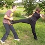 Прямой удар ногой: видео урок