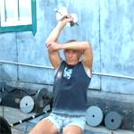 Разгибания руки с гантелью: видео урок