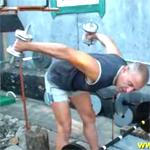 Одновременные разгибания рук с гантелями: видео урок